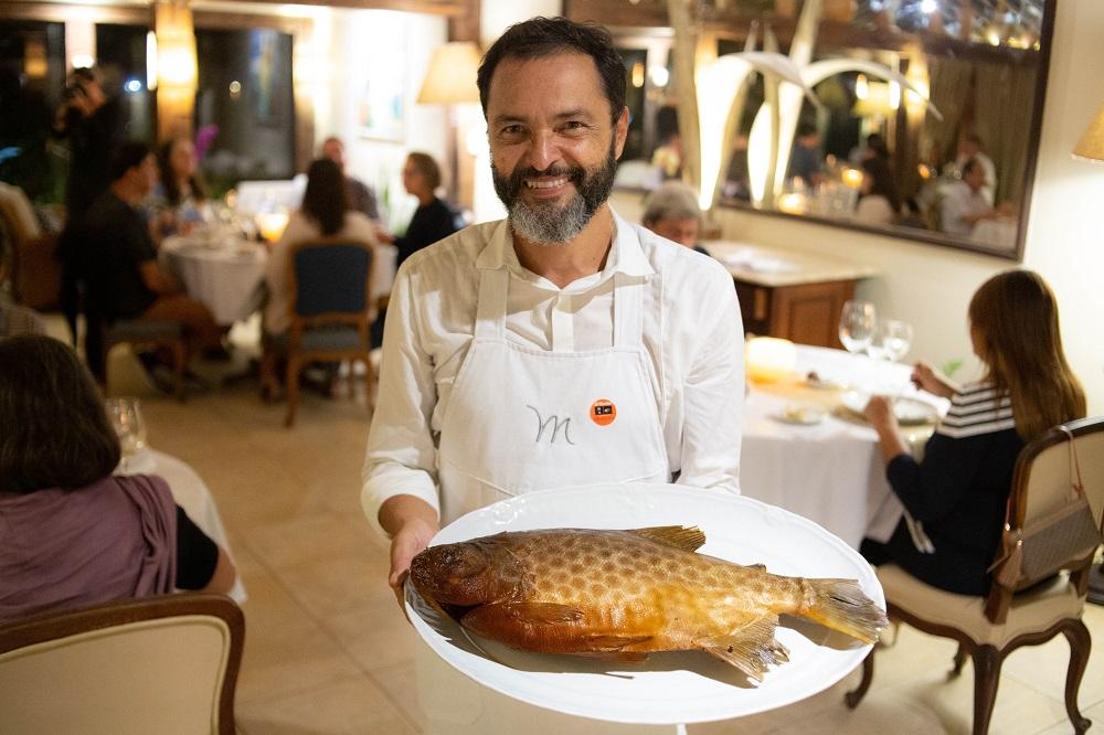O chef Humberto Marra, de Goiânia, exibiu a caranha no salão | Foto de Bruno Barreto